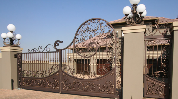 Manufacturers and designers of banisters chanderliers for International decor main gates